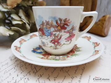 Royal Doulton Bunnykins ~ Fine Bone China Kinder Tasse mit Unterteller ~  Hasenmotiv