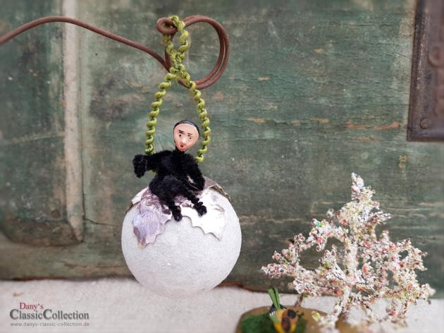 Schornsteinfeger aus Chenille auf Wattekugel, antiker Christbaumschmuck, Weihnachten, Weihnachtsbaum