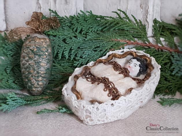 Porzellankopf im Watte-Bettchen ~ antiker Sammlerschmuck ~ Goldbordüre ~ Seltener Christbaumschmuck ~ historische Weihnacht