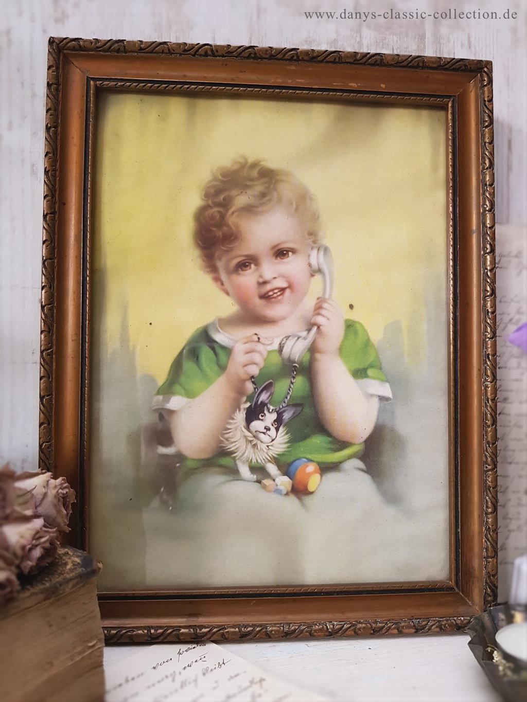 Kinderbild ~ Junge mit grünem Shirt und Telefon ~ Bild gerahmt ...